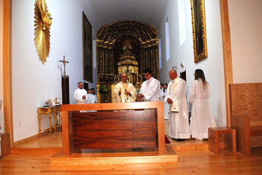 Bênção do altar da igreja paroquial do Divino Salvador de Fânzeres